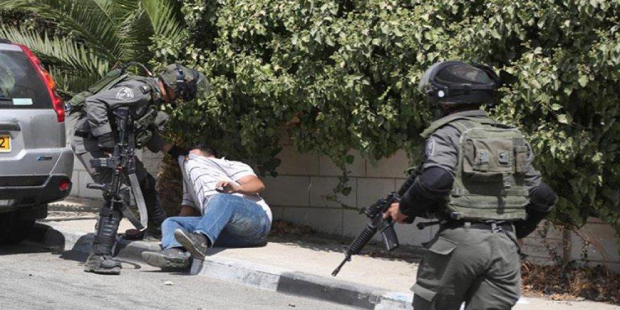 İşgal Güçleri Batı Şeria'da 8 Filistinliyi Gözaltına Aldı