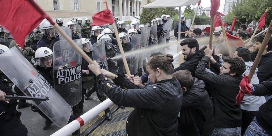 Atina'da Öğrenciler Polisle Çatıştı