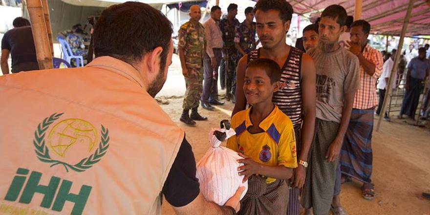İHH, 350 Bin Arakanlıya Yardım Ulaştırdı