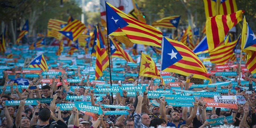 Katalonya'nın Bağımsızlık İlanı Kararı Askıya Alındı