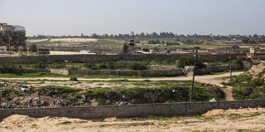 Sisi Ordusu Gazze Sınırındaki Üç Tüneli Yıktı