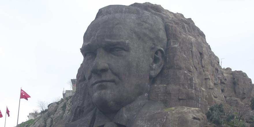 Bir Kemalistten İtiraf: Atatürk Benim İlahım, Tapıyorum!