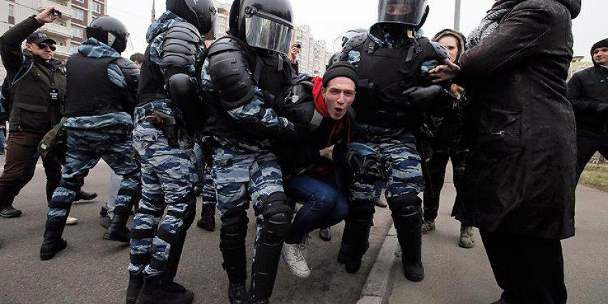 Moskova'da Aşırı Sağcı 380 Kişi Gözaltına Alındı