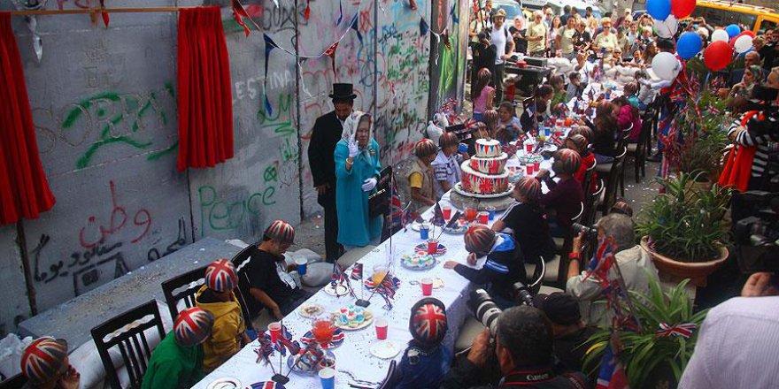 İngiliz Sokak Sanatçısı Banksy'den Balfour'un Yıldönümünde Anlamlı Protesto