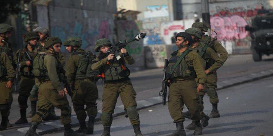 İşgalci İsrail Askerleri 13 Filistinliyi Gözaltına Aldı