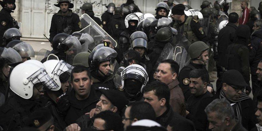 Abbas'ın Polisleri Batı Yaka'da Eski Esirin Konvoyuna Saldırdı
