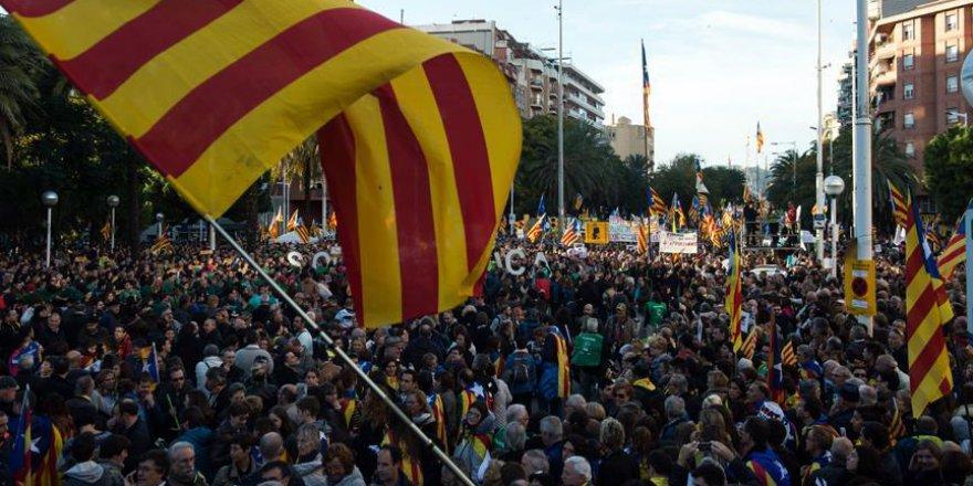 Barselona'da Tutuklu Katalan Siyasetçilerin Serbest Bırakılması İçin Protesto