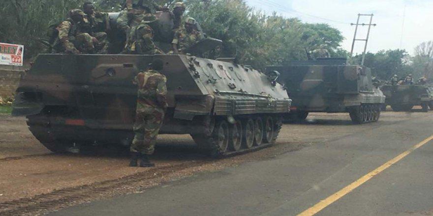 Zimbabwe'de Tanklar Mugabe'ye Karşı Yürüyor