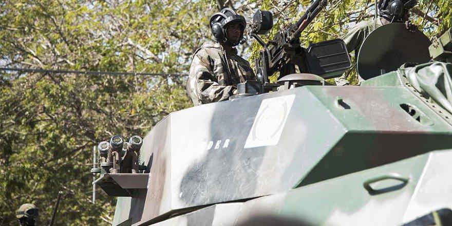 Zimbabve'de Tanklar Başkente Doğru İlerliyor