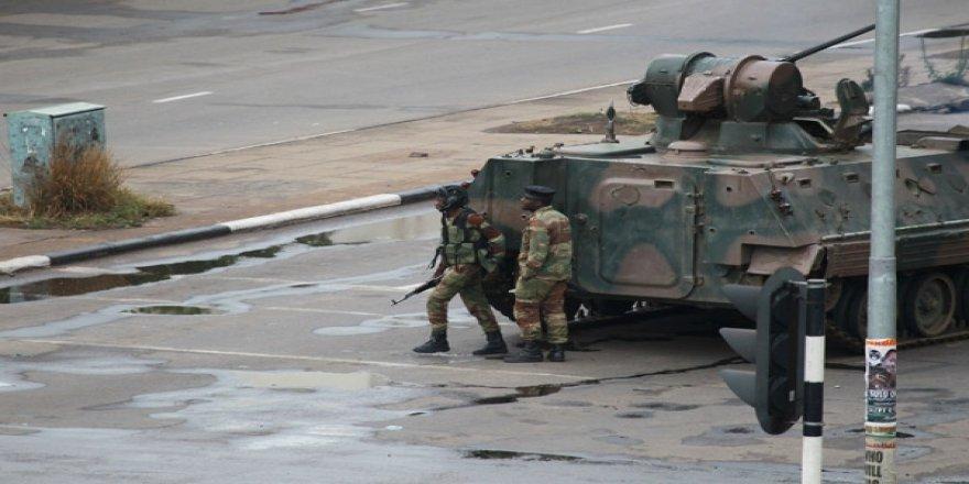 Zimbabve'de Darbe: Devlet Başkanı Gözaltına Alındı