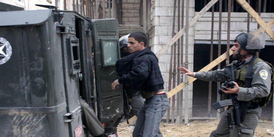 İşgalci İsrail Askerleri 30 Filistinliyi Gözaltına Aldı