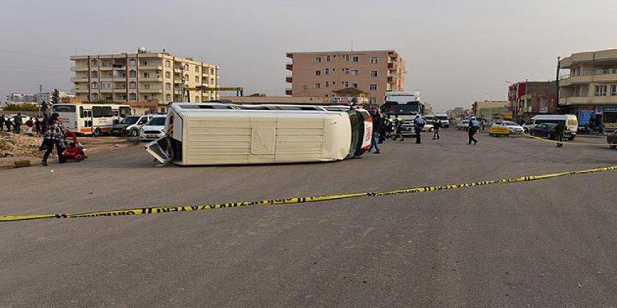 Urfa'da Öğrenci Servisi ile Tır Çarpıştı: 14 Yaralı