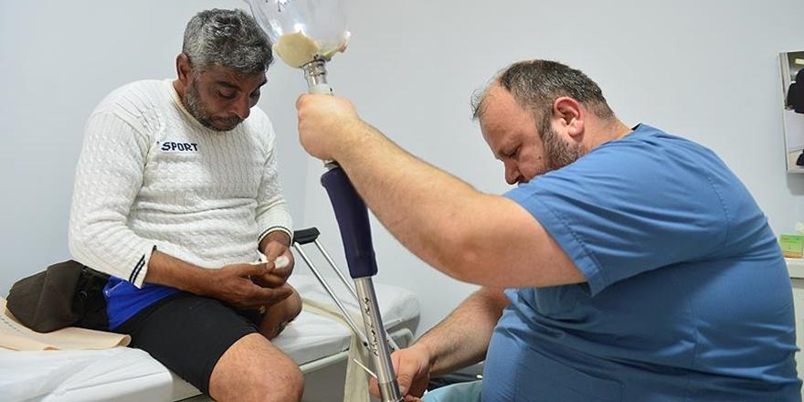 Suriyeli Ahmed el-Muta'nın Protez Bacak Sevinci!