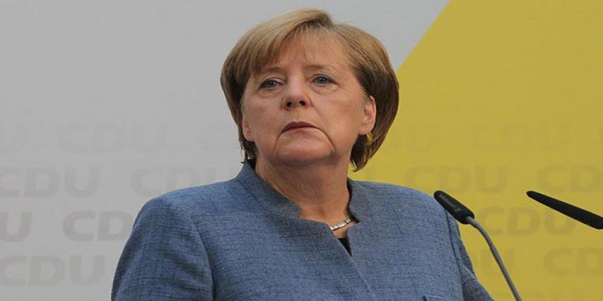 Merkel'e Kendi Partisinden İstifa Çağrısı