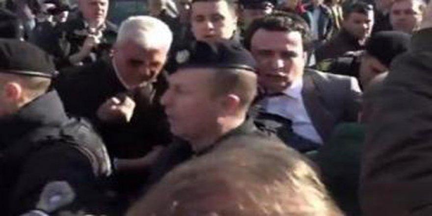 Kosova'da Muhalif Albin Kurti Tutuklandı