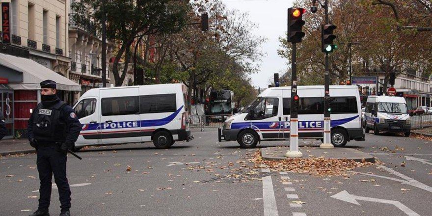 Paris'te Irkçıların Gösterisi Yasaklandı