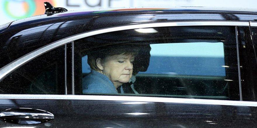 Almanların Yüzde 47'si Merkel'in Görevi Bırakmasını İstiyor