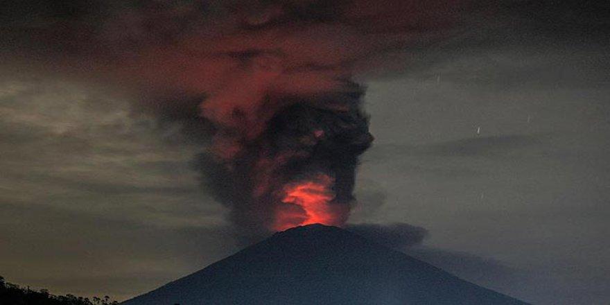 Endonezya'da Alarm! 40 Bin Kişi Tahliye Edildi