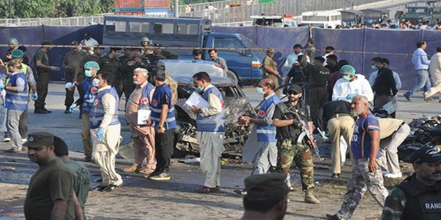 Pakistan'da Askeri Araca Saldırı
