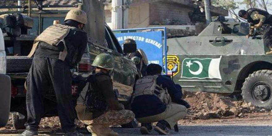 Pakistan'da Öğrenci Yurduna Saldırı