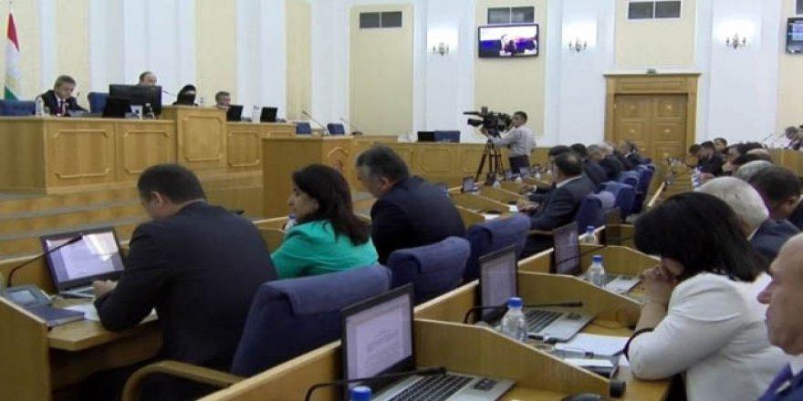 Tacikistan'da Dini Parti Kurmak Yasaklandı