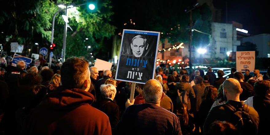 On Binlerce İsrailli Netanyahu'yu Protesto Etti!