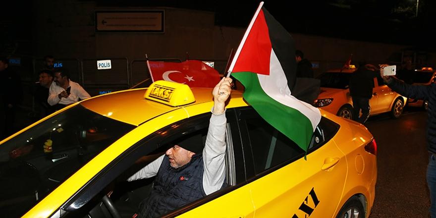 İstanbul'da Taksiciler Trump'ın Kudüs Kararını Protesto Etti!