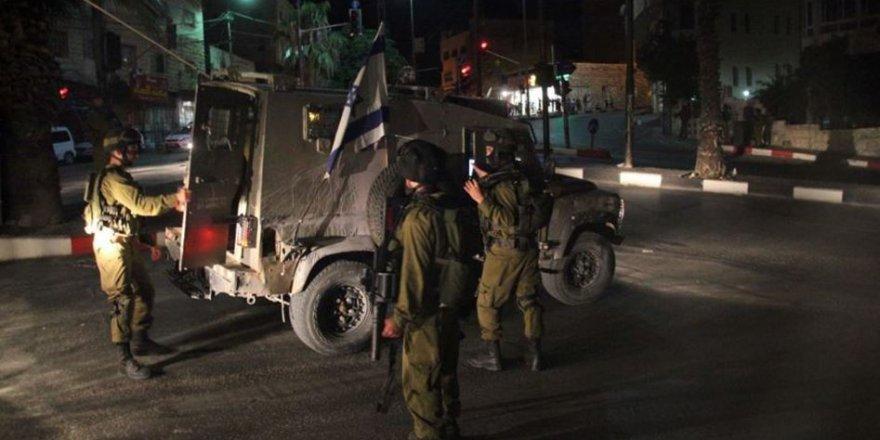 İşgalciler Hasta Üniversite Öğrencisini Ambulanstan İndirerek Gözaltına Aldı