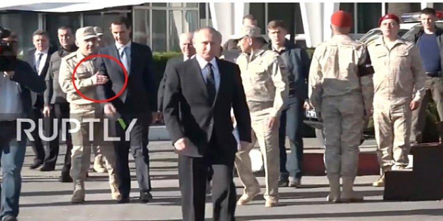 Putin'in Hmeymim Üssünde Verdiği Poz Neyin Göstergesi?