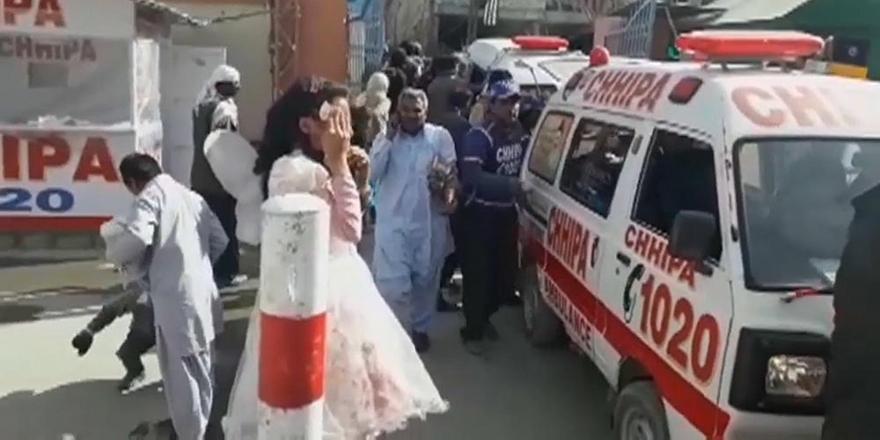 Pakistan'da Kiliseye Canlı Bomba Saldırısı: 9 Ölü!