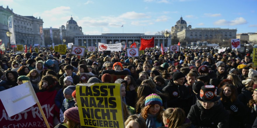 Avusturya'da Göçmen Karşıtı Hükümet Göreve Başladığı Gün Protesto Edildi