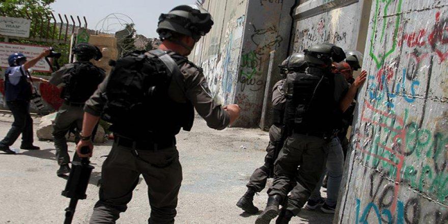 İsrail Hapishanelerinde 531 Filistinli Müebbet Yatıyor