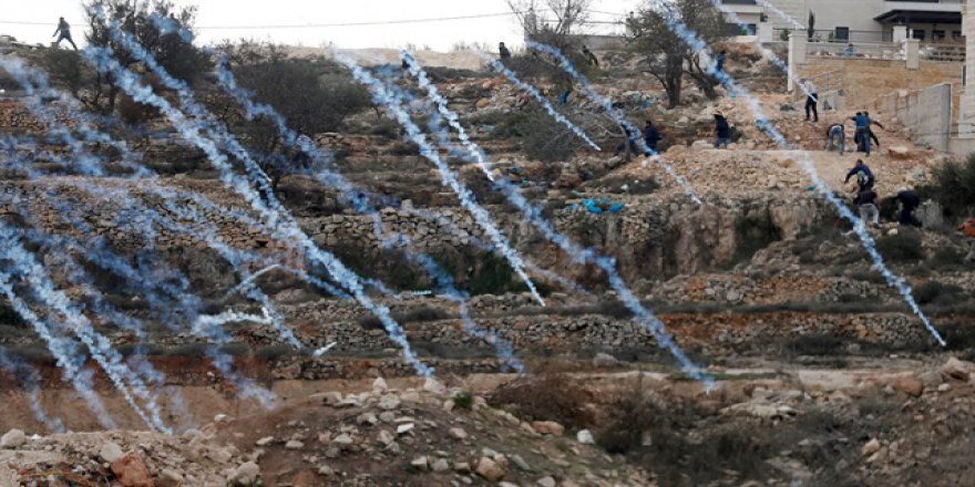 İşgal Askerleri Batı Şeria'da Filistinlilere Saldırdı
