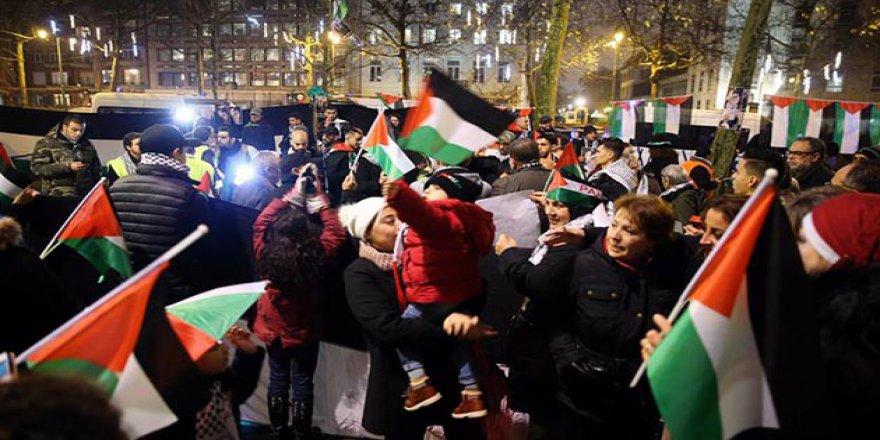 ABD'nin Provokatif Kudüs Girişimi Brüksel'de Protesto Edildi