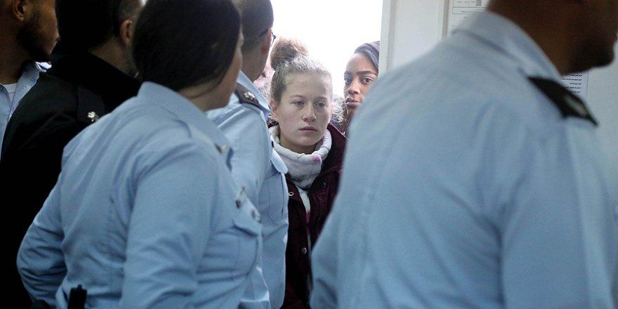 Ahed ve Ailesinin Gözaltı Süresi 4 Gün Daha Uzatıldı