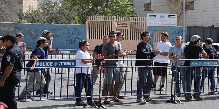 Siyonist İşgalciler Filistin Okuluna Baskın Düzenledi