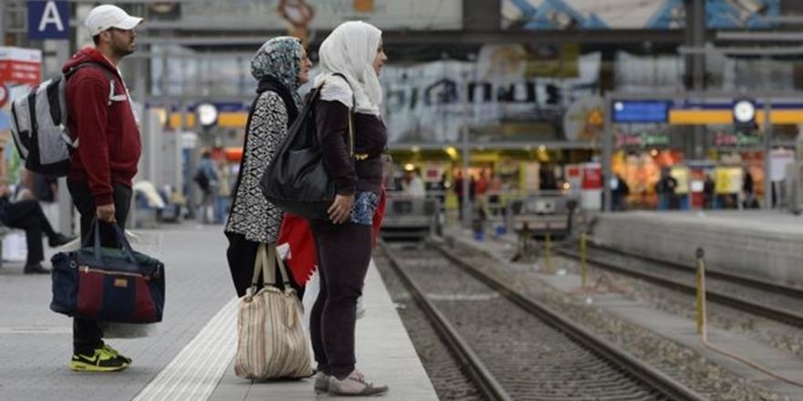 """Berlin'de Turistlere """"Mülteci Gibi Yaşama"""" Turu"""