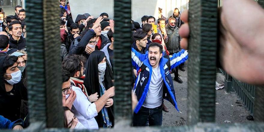 Komplo Teorilerine Sarılmak Yerine Anlamaya Çalışmak: İran'da Ne Oluyor?