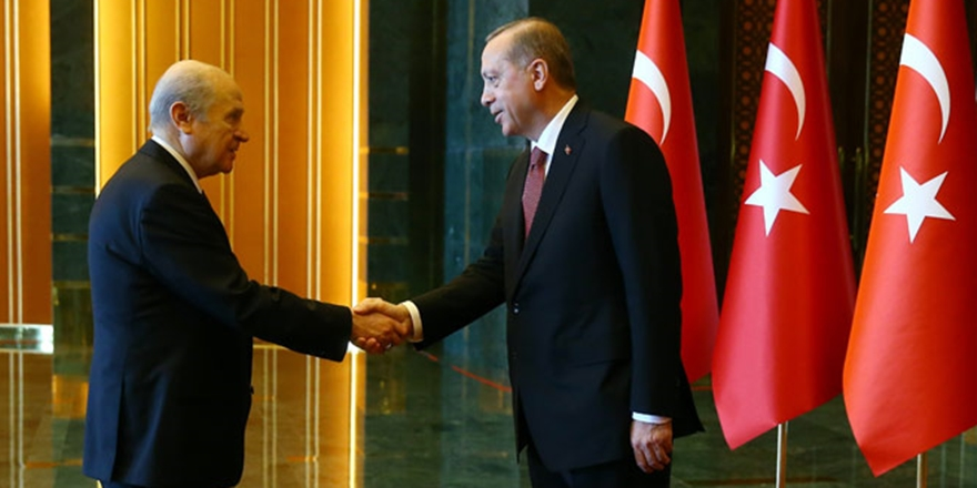 MHP Çözülürken, AK Parti Nereye Yöneliyor?