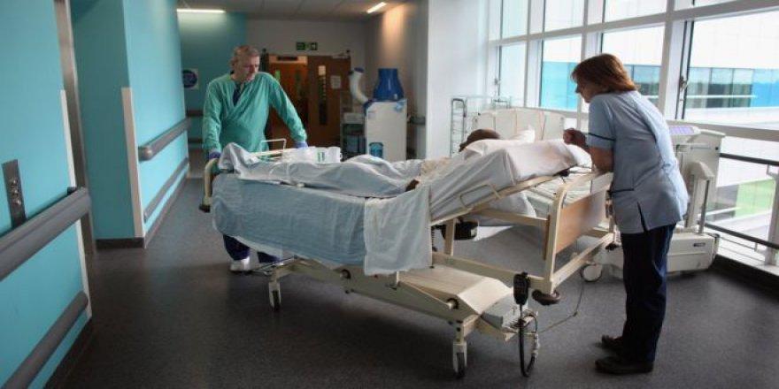 """""""İngiltere'de Hastalar, Hastane Koridorlarında Ölüyor"""""""