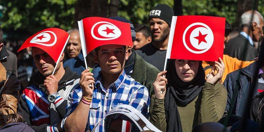 BAE'den Tunus'a 'Nahda' Baskısı