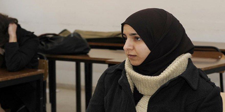 Kazakistan'da Başörtülü Öğrencilere Engel
