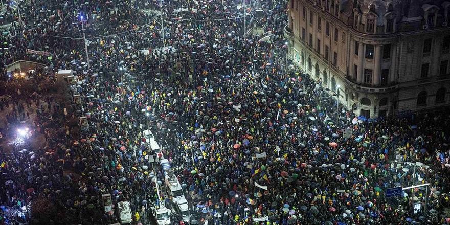 """Romanya'da """"Yolsuzluğa Karşı"""" Dev Protesto"""