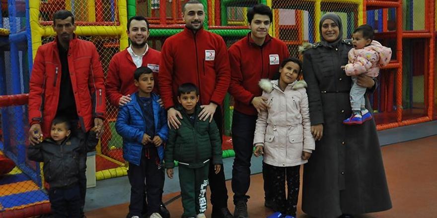 Suriyeli Kardeşler İlk Kez Lunaparka Gitti!