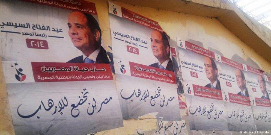 """Mısır'da """"Rakipsiz Seçim"""" Komedisi"""