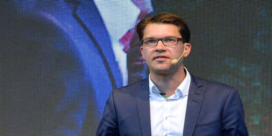 İsveç'te Aşırı Sağcı Lider Başörtüsü Açıklamasından Çark Etti