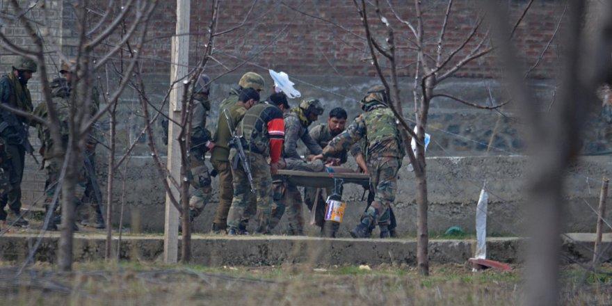 Keşmir'de Direnişçiler Hint Üssüne Saldırdı: 9 Ölü