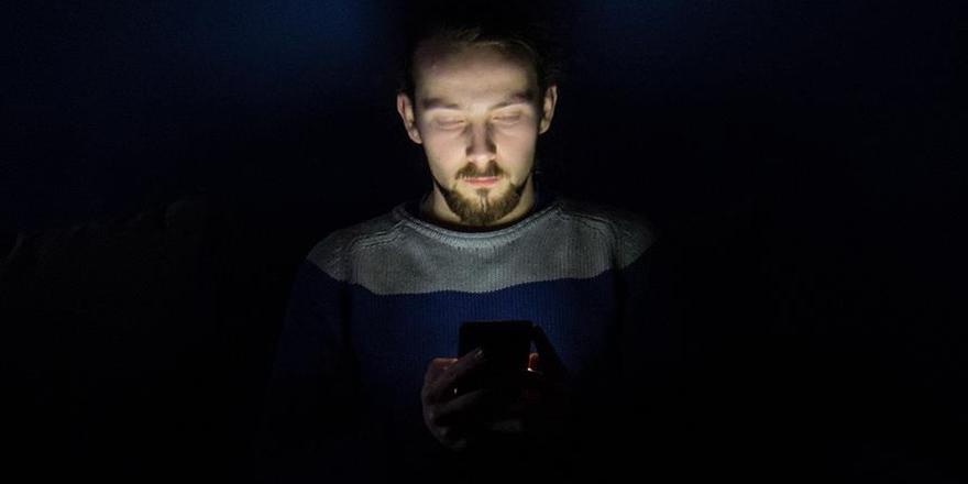"""""""Elektronik Cihazlardan Yayılan Işık Biyolojik Saati Bozuyor"""""""