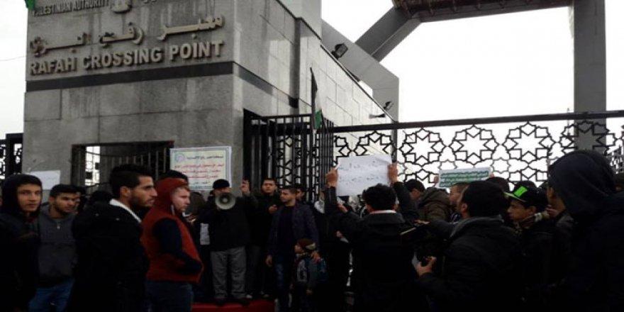 Refah Sınır Kapısı Mısır'da Mahsur Kalanlar İçin Açıldı