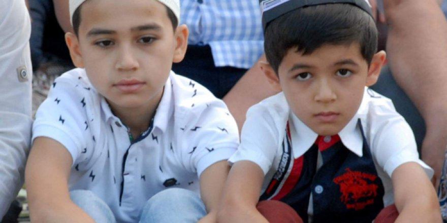 Özbekistan'da Çocukların Camiye Gitmesi Yasaklandı